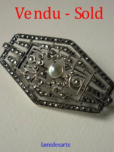 ART DECO SILVER BROOCH WITH MARCASITES AND PEARL 1925 - 1930
