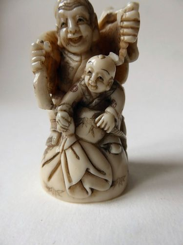 SUPERB JAPANESE IVORY NETSUKE  FATHER AND SON Meiji period 1868-1912