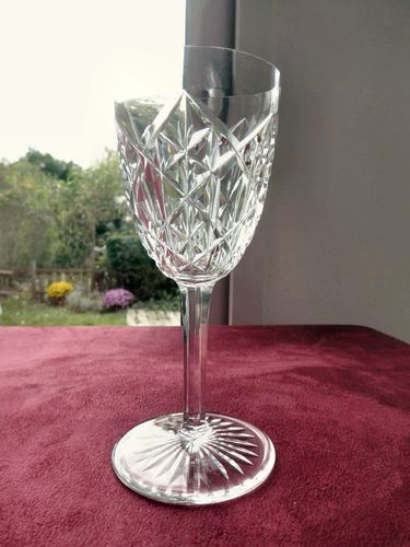 BACCARAT JUIGNE CRYSTAL WINE GLASS 14,7 cm  signed  stock: 8